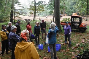 HMNs gather for instructions on September 22 at the arboretum.