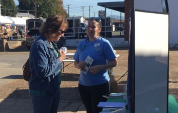 Rachael spreading the word about the VMN program. Photo credit: Elaine Smith.